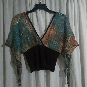 Crop top with flowy sleeves and shimmery strands